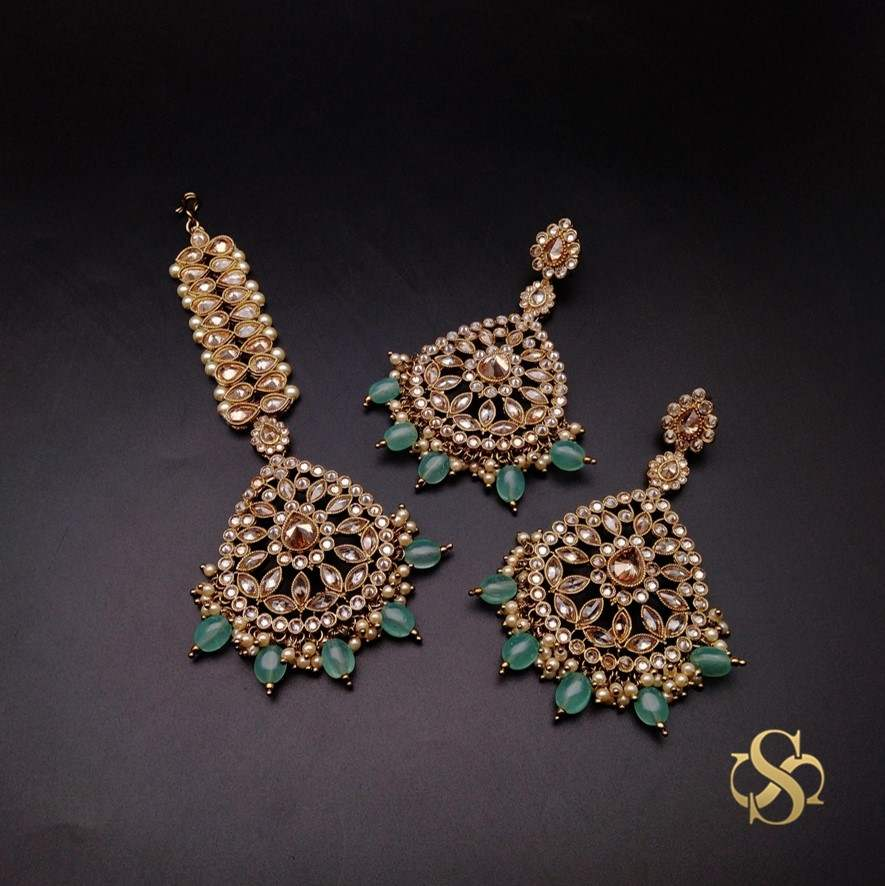 Buy-Polki-Earrings-&-Tika-Mehendi-Polish-Online-India